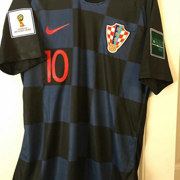 6d4fe2a1b23 Luka Modric  10 Croatia Away Jersey. M 5b61150534a4ef5e440eb7a2
